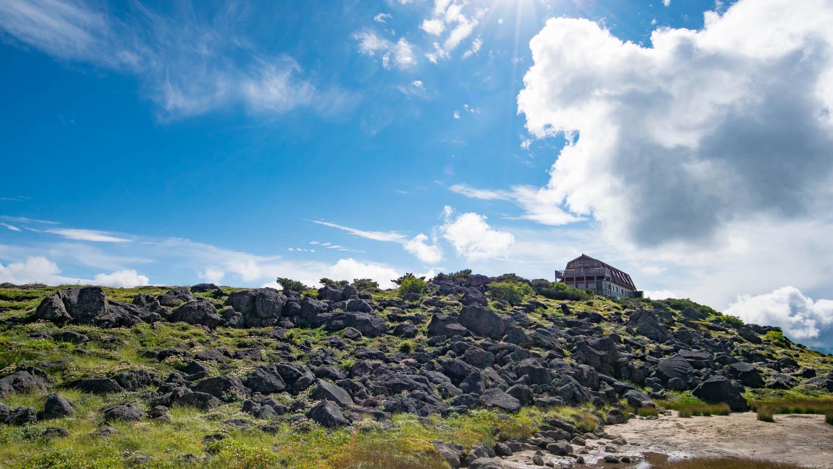 雲に浮かぶ雲ノ平山荘