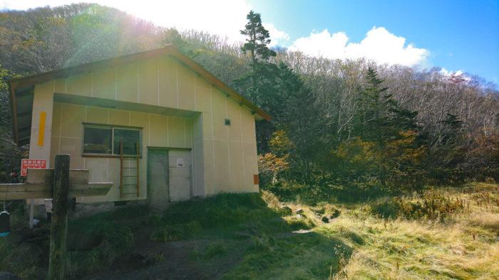 五色沼避難小屋